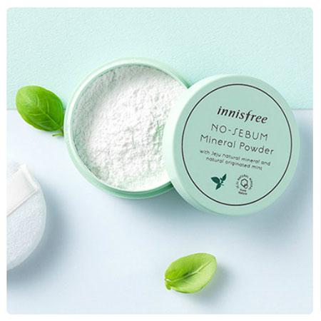 Phấn phủ Innisfree No Sebum Mineral Powder dạng bột khoáng